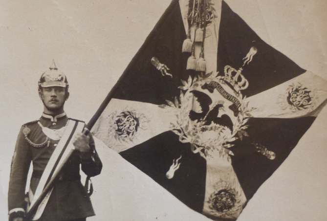 Le premier drapeau, comment la grande muette communique…
